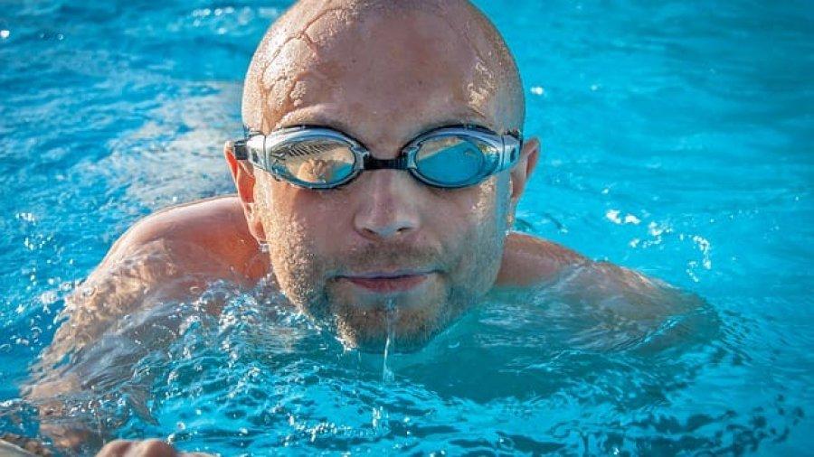 Schwimmer im Gartenpool - vielleicht von Wehncke