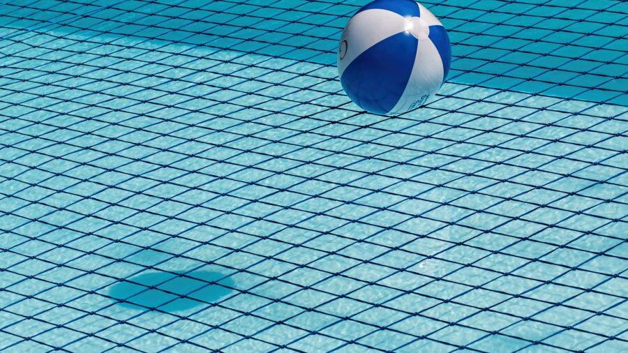 Schwimmbecken mit Chlor